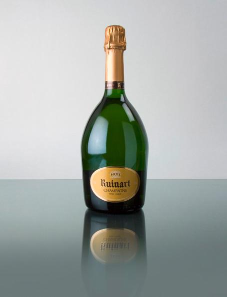 Dieser Champagner setzt sich aus 40 % Chardonnay und 60 % Pinot Noir zusammen, hat eine goldgelbe Farbe mit einem feinem Perlenband. Er besitzt einen erfrischenden Duft mit feinsten Noten von der Williams Birne und erinnert im Geschmack am Gaumen an reife Reneclauden!