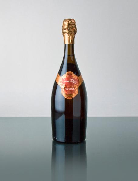 Das Chanpagnerhaus Gosset ist das älteste Weinhaus in der Champagne. Bereits 1584 hat Pierre Gosset in der Gegend um Reims Weine erzeugt. Ab dem 18. Jahrhundert stellte die Familie Gosset dann auf Champagnerproduktion um. Die Trauben für die Grundweine stammen alle aus Crand-Cru oder Premier Grand Cru Lagen in der Champagne. Die Grundweine sind Pinot Noir, Chardonnay und Pinot Meunier