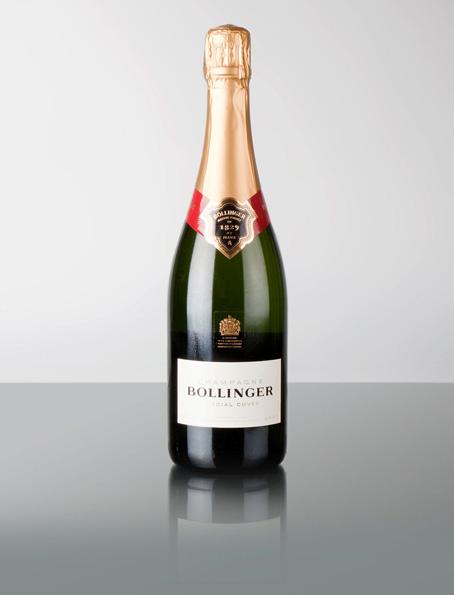 Allem Voran ist Champagne Bollinger ein Wein. Ursprung. Das Traubengut stammt zu 80% aus Grand- und Premier Cru Lagen, was einen überdurchschnittlichen Anteil in der Champagne darstellt! Die Assemblage besteht hauptsächlich aus Pinot Noir (60%), weiterhin aus Chardonnay (25%) und Pinot Meunier(15%). Die Basisweine werden teilweise im Eichenfass ausgebaut, der Special Cuvée Champagner besitzt ein Reifepotential von fünf- bis zwölf Jahren, ohne dass sie etwas von ihren Charakteristischen Qualitäten oder ihrer Frische verlieren würde! . Es ist nicht nur einfach ein Champagner ohne Jahrgang, sondern eine Assemblage von Basisweinen aus verschiedenen Jahrgängen.