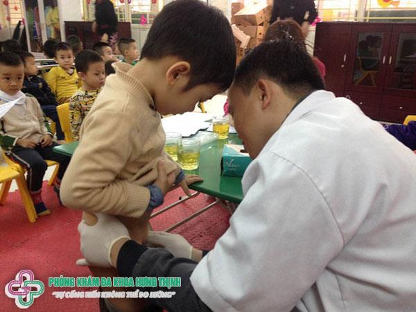 Khi nào cần khám nam khoa cho bé trai?