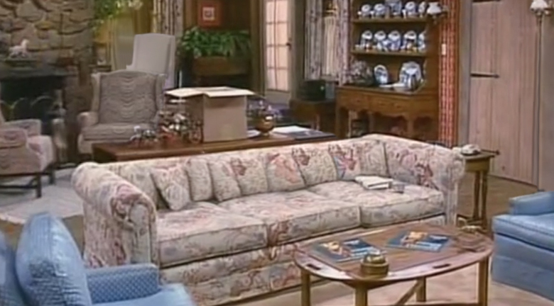 whos-the-boss-living-room-set-background