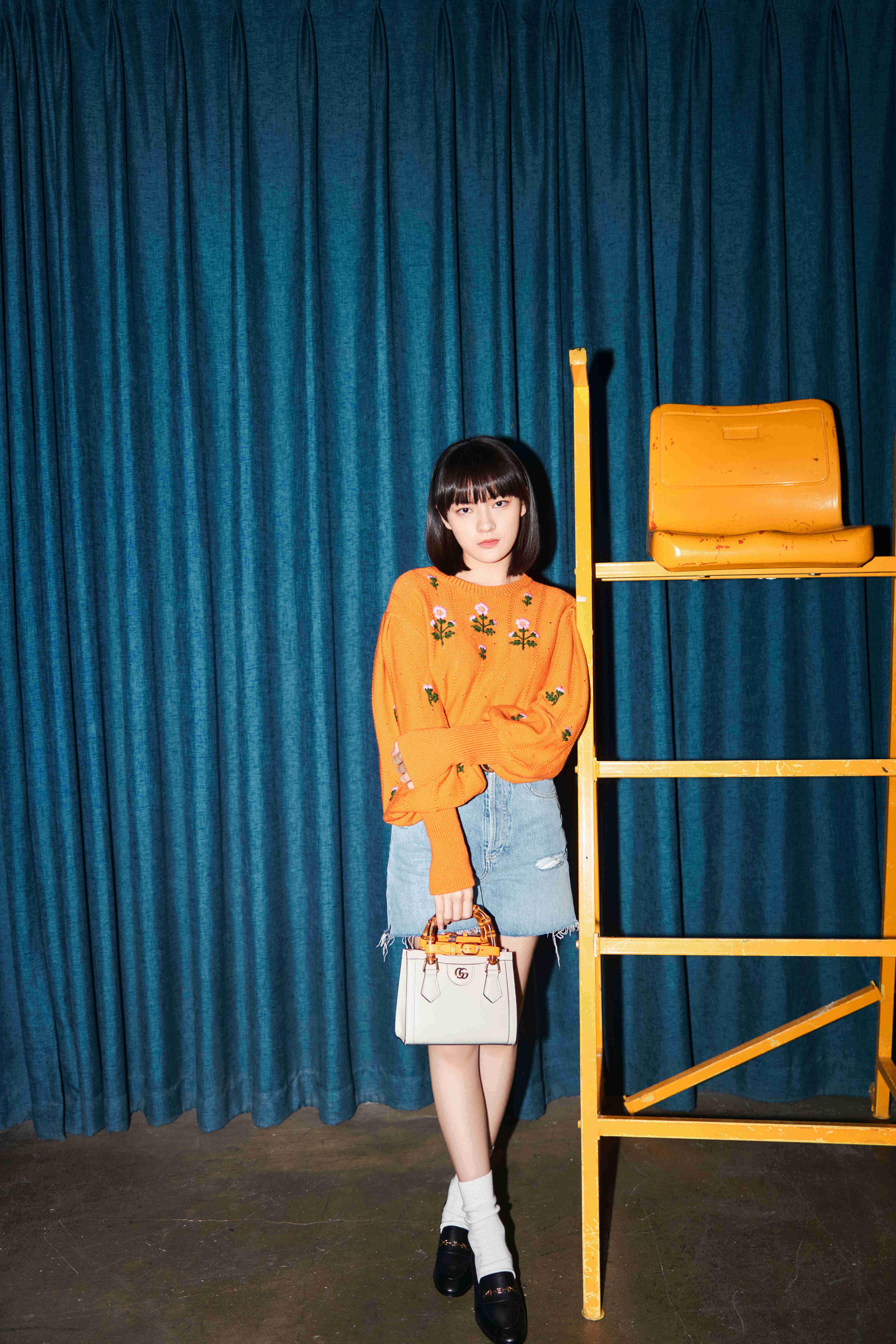 Wen Qi carrying the Gucci 'Diana' mini tote bag