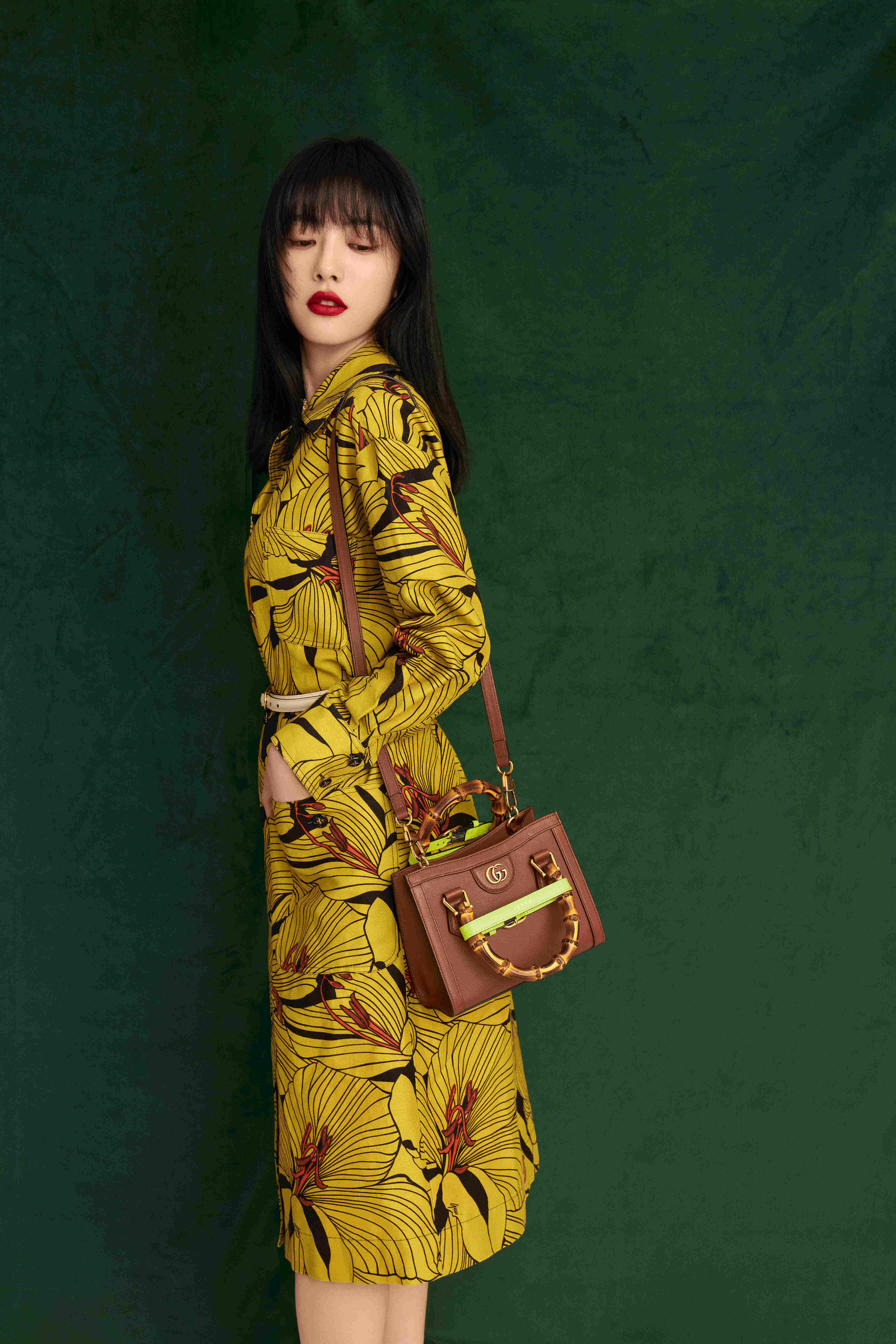 Cai Wenjing carrying the Gucci 'Diana' mini tote bag