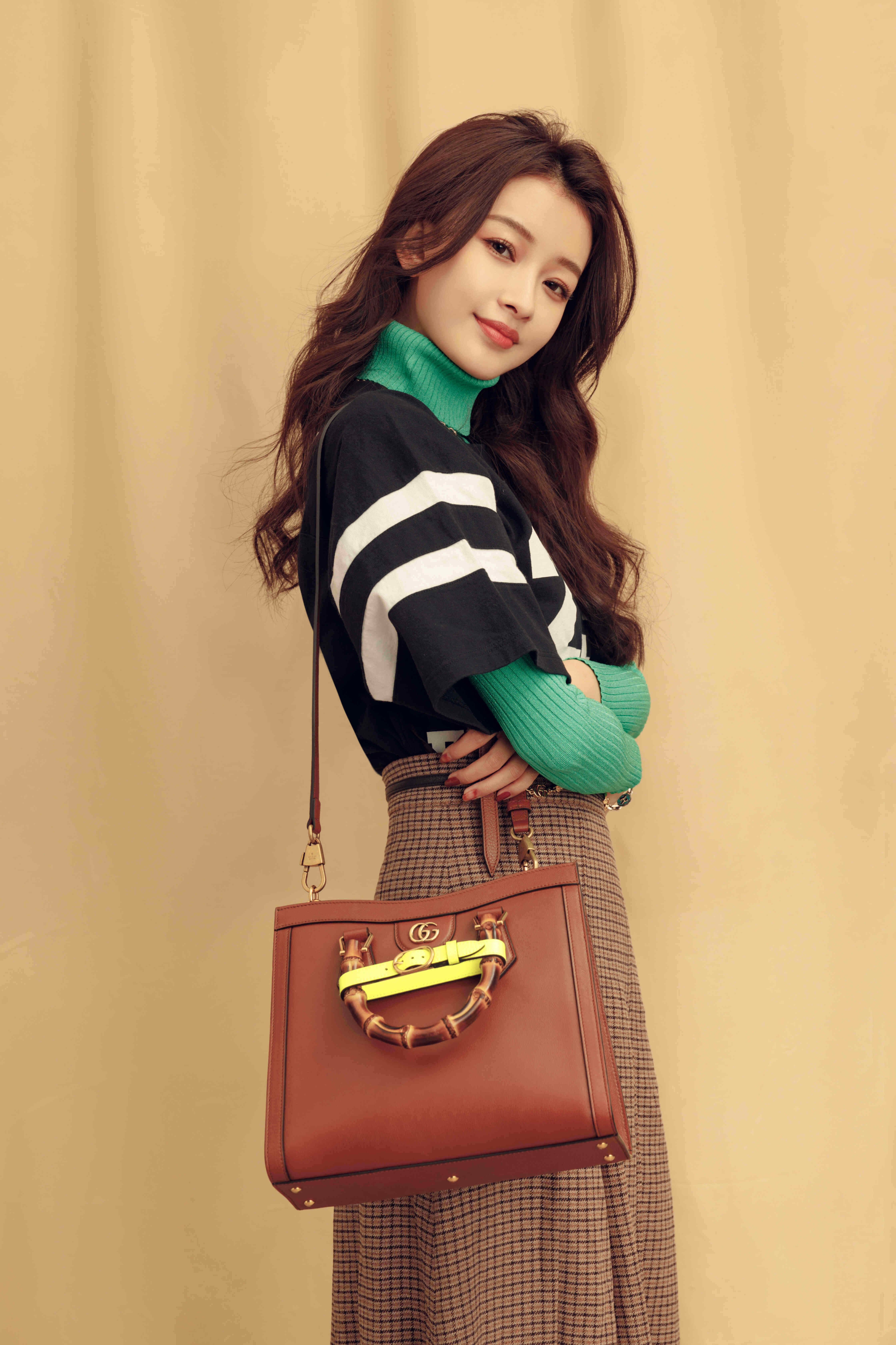 Sun Yi carrying the Gucci 'Diana' small tote bag