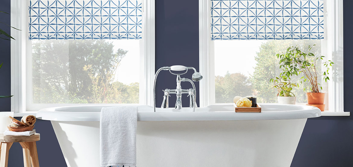 Bathroom blinds in blue and white