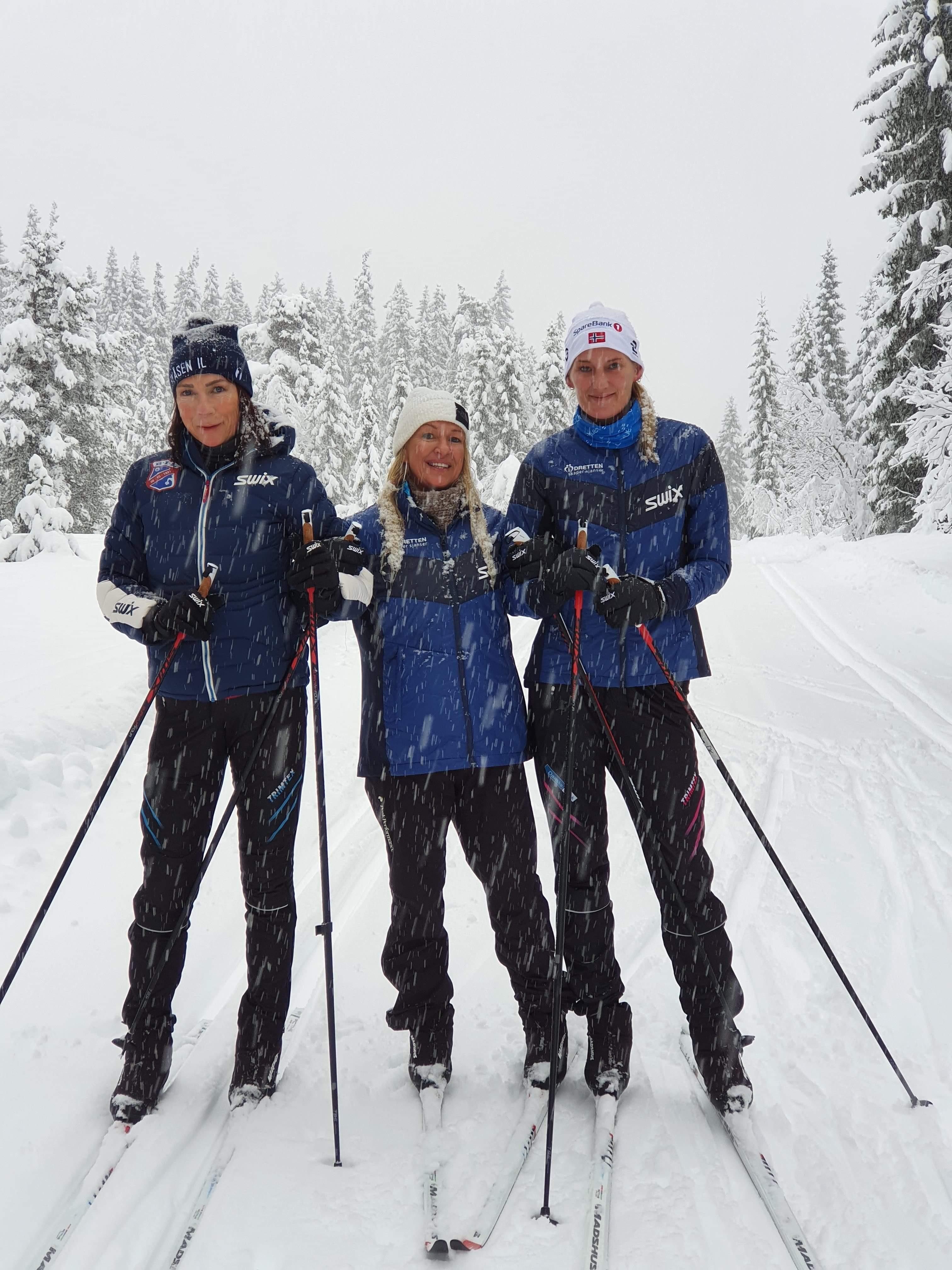Skirypene Heidi, Nikita og Helene i sporet.