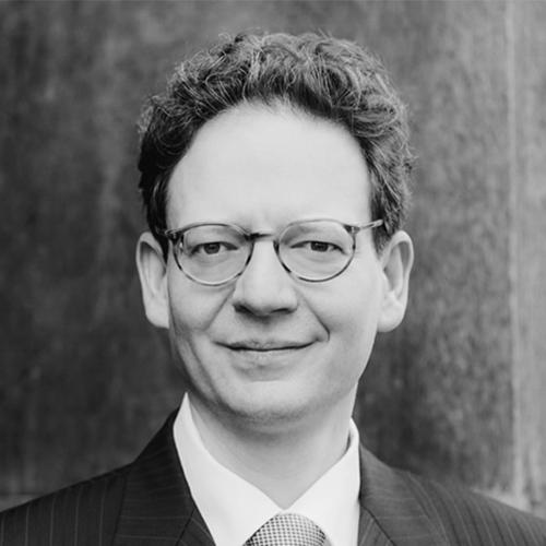 Portrait Dr. Bastian July, CEO