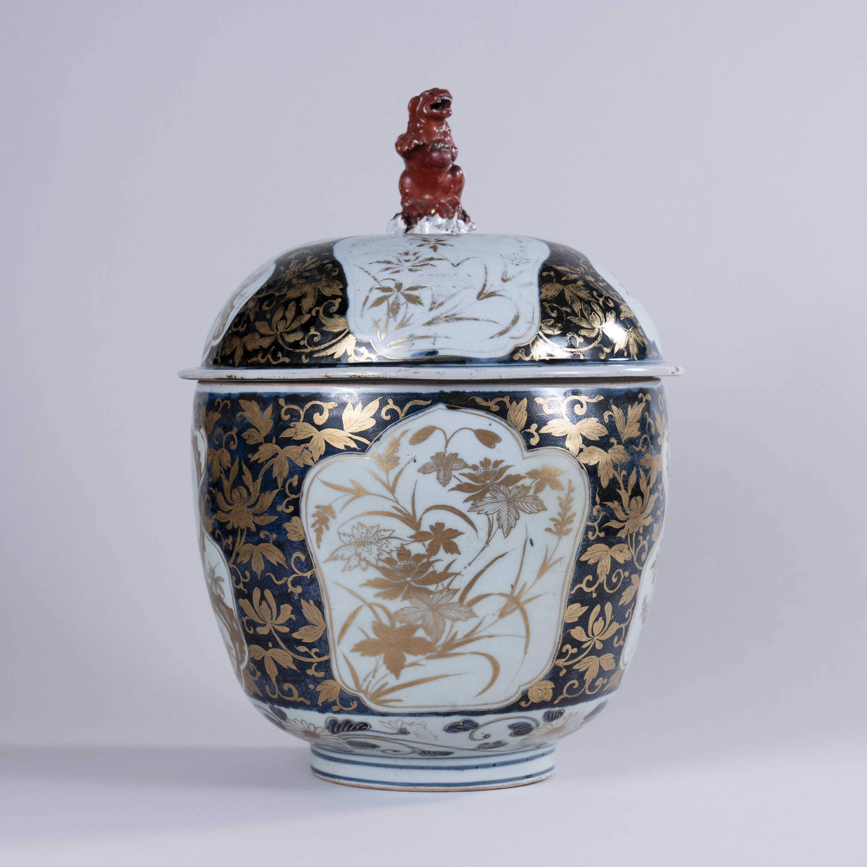 Excellent Japanese Arita Covered Bowl, circa 1720