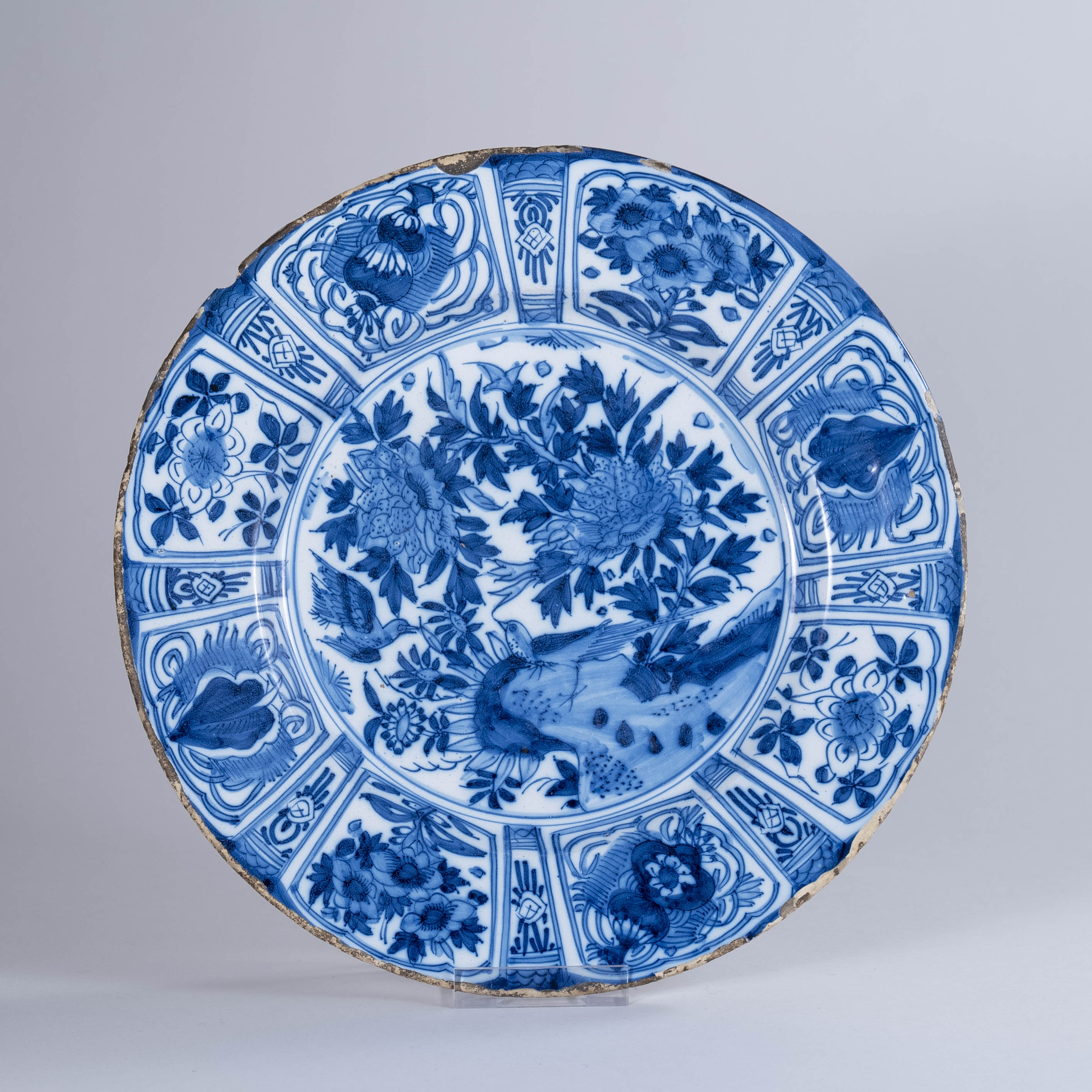 Large early 18th century Dutch Delft Charger in Kraak-Wanli Style