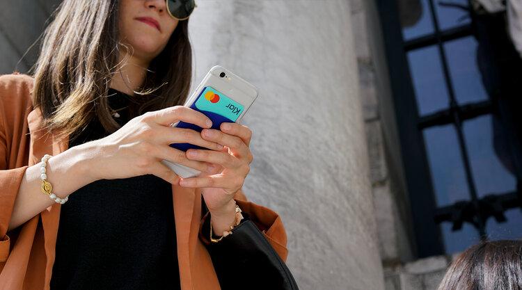 Regístrate y obtén tu tarjeta Klar en tan solo 4 pasos, sin salir de casa y directamente desde tu celular