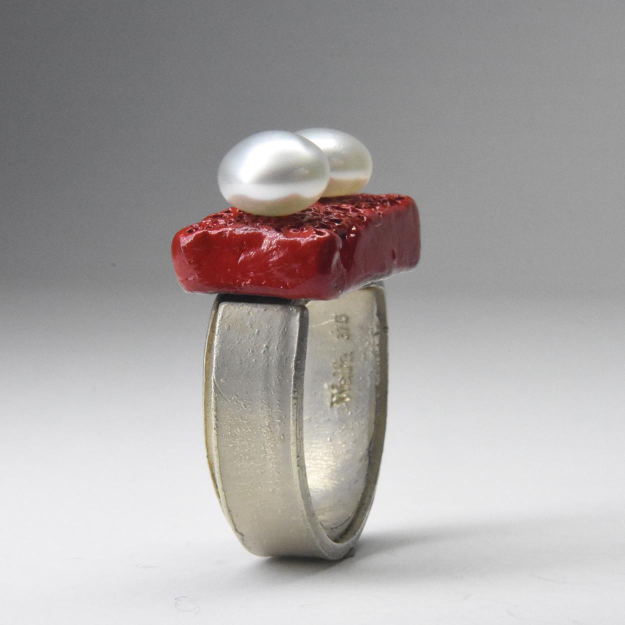 pearl eyes ring
