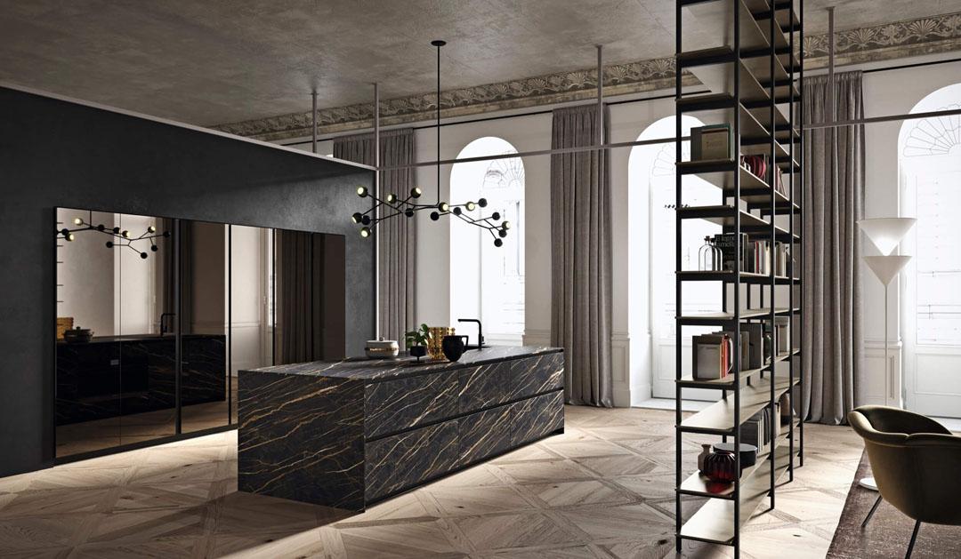 Cucina scura con penisola centrale scura e libreria divisoria con struttura metallica laccata nero
