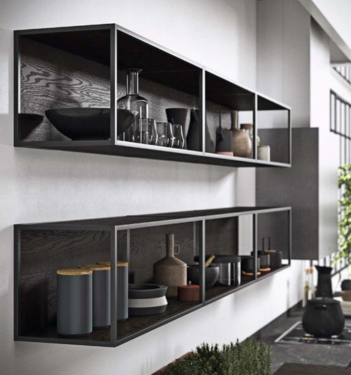 Pensili da cucina a giorno con profili metallici in stile industriale e moderno