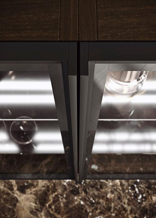 dettaglio anta in vetro con telaio in Brunito e vetro in finitura Bronzo