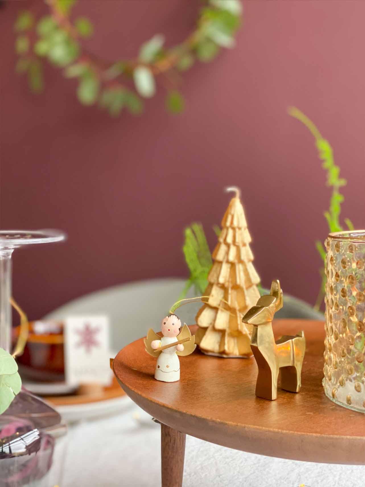 Decoratie op de kersttafel