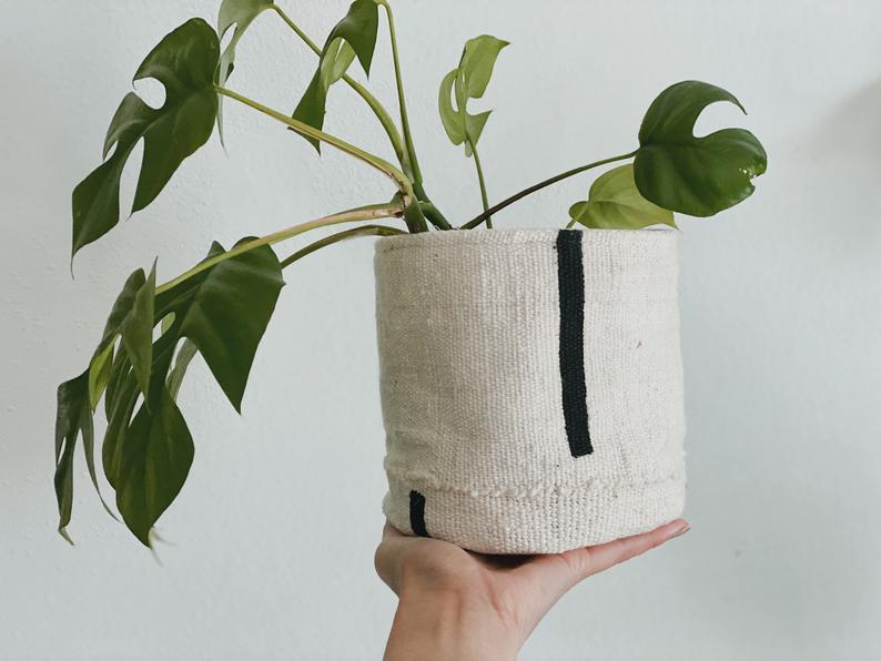 Modderdoek plantenmand met grafische zwartwit print