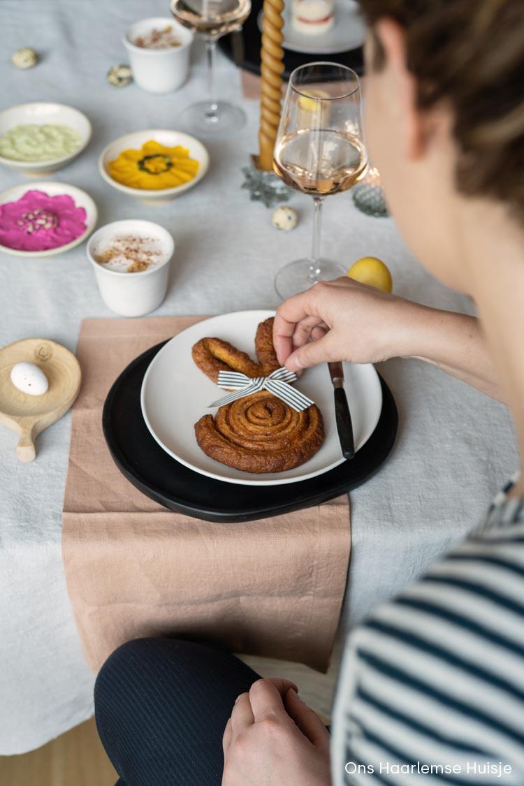 Cinnabunnies: lekkere, makkelijke en snelle kaneelbroodjes voor op de paastafel