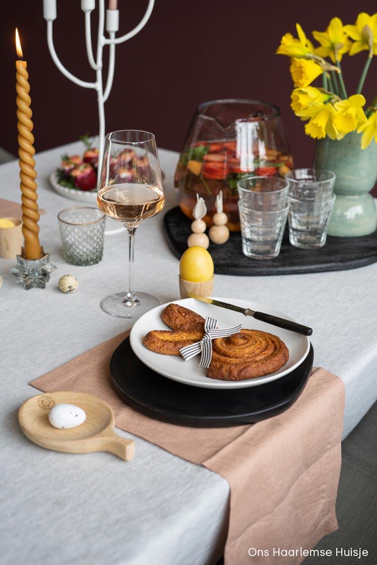 Kaneelbroodjes in paashaas vorm dan Danerolles cinnamon swirls voor de paasbrunch