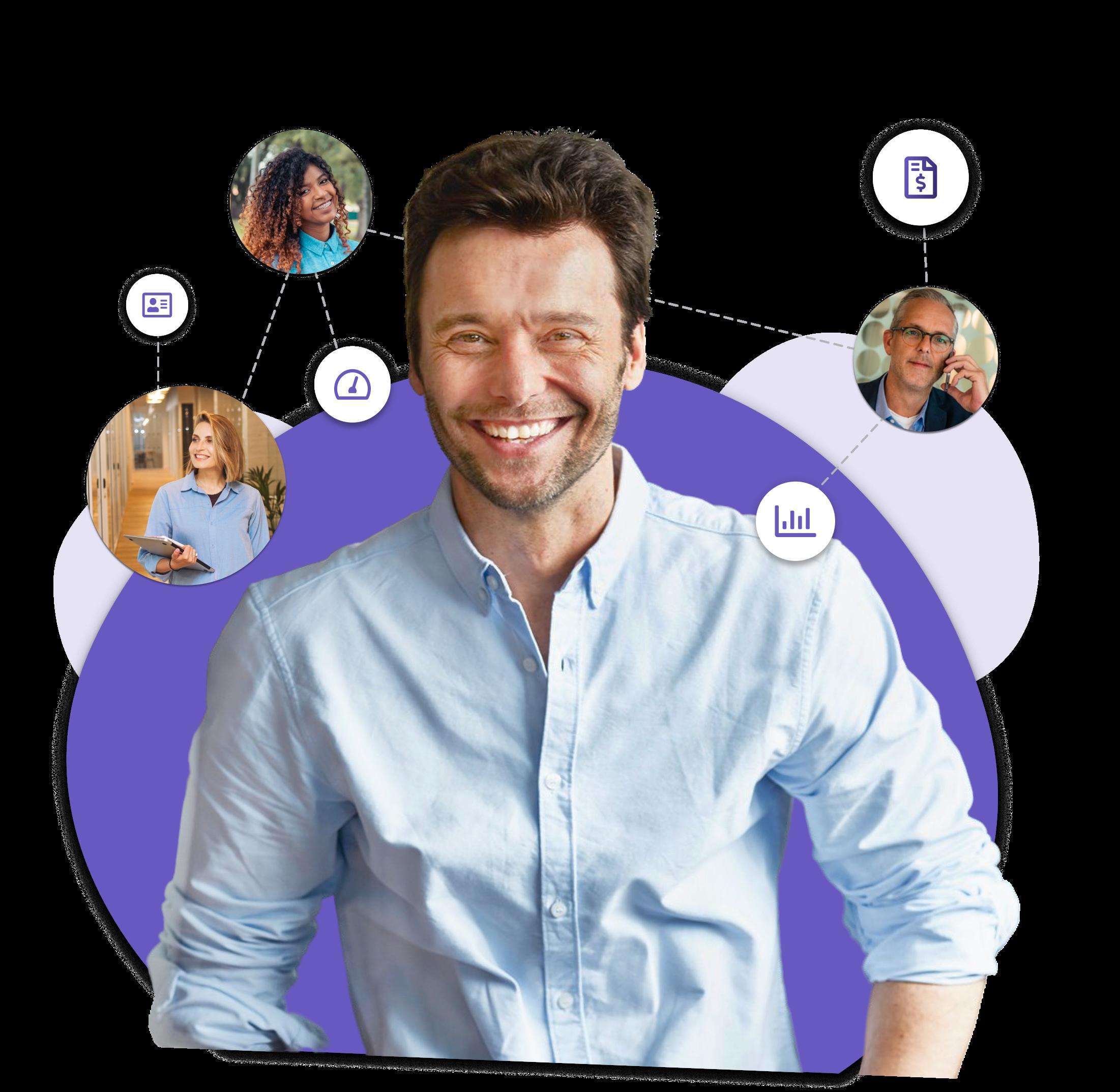 homem sorrindo cercado por pessoas e funcionalidades Ploomes