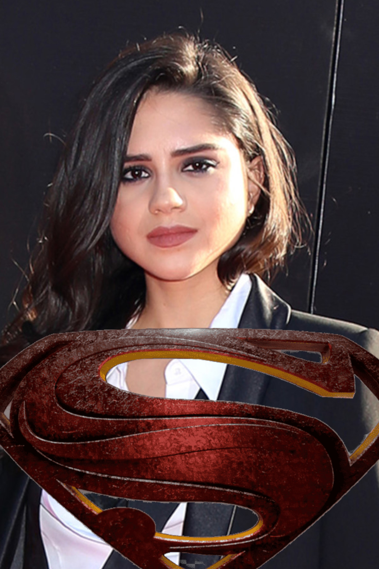 Sasha Calle foi confirmada como Supergirl no vindouro The Flash que deverá adaptar a saga Flashpoint. A revelação foi feita em um vídeo emocionante.
