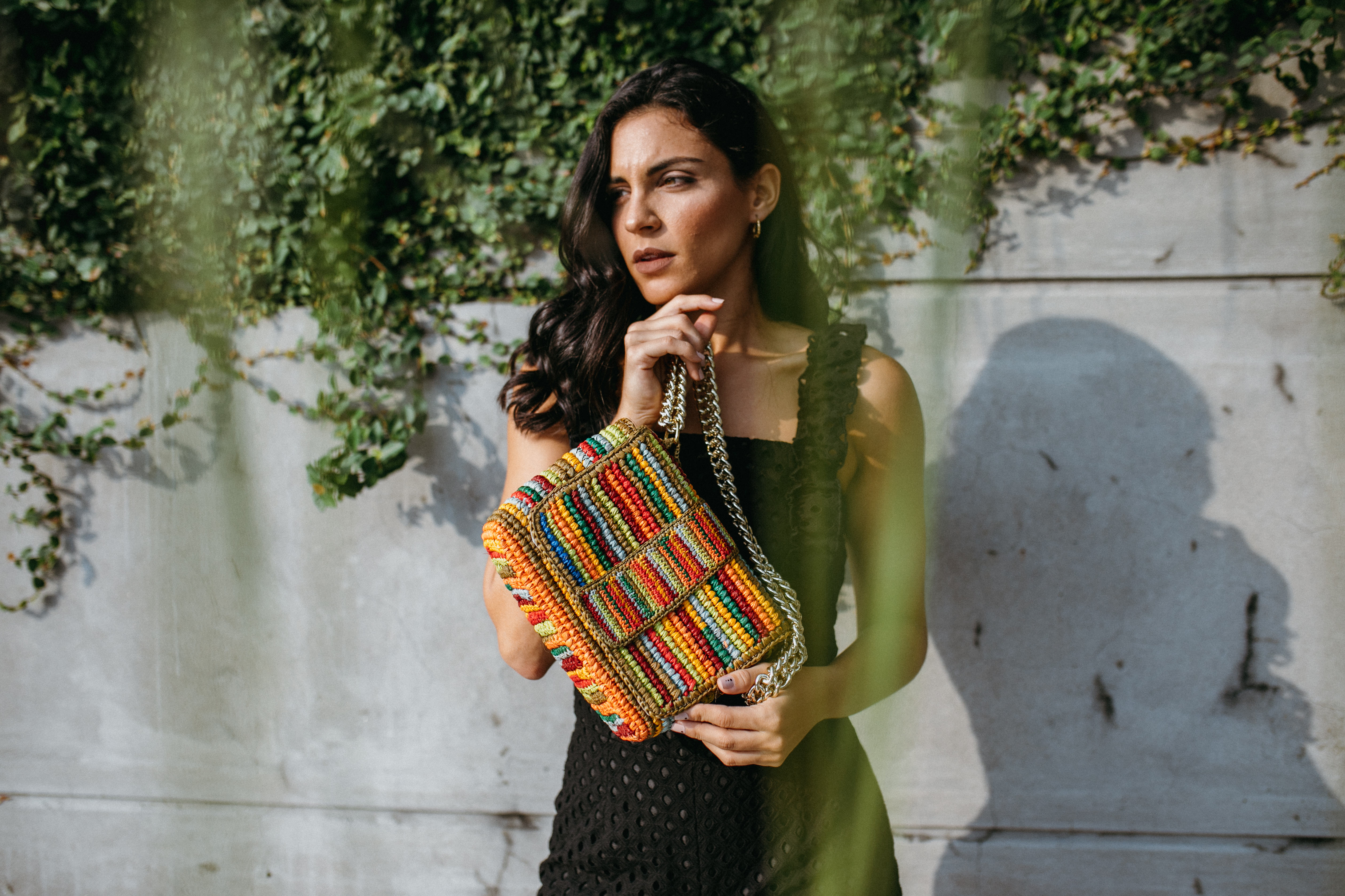 Toquilla straw bag hand-made by artisan women and dyed with natural pigments. This piece represents the diversity and multiculturality of our world.