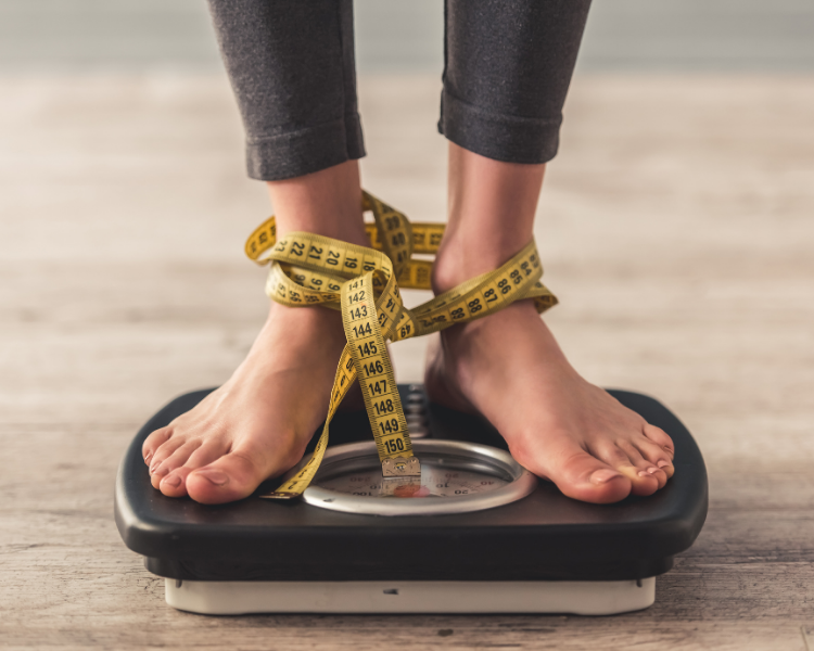 Are you thinking of losing weight quickly but in a healthy manner? Read more to find just how much weight you can lose in one month while still staying healthy!