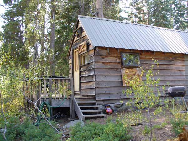 Frank Cabin is small and compact but has all the amenities of the other cabins.