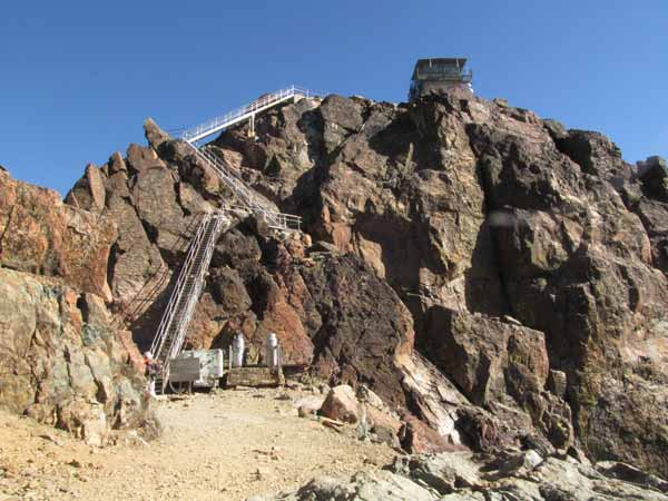 The Sierra Buttes has three sets of metal stairways before you get to the lookout.