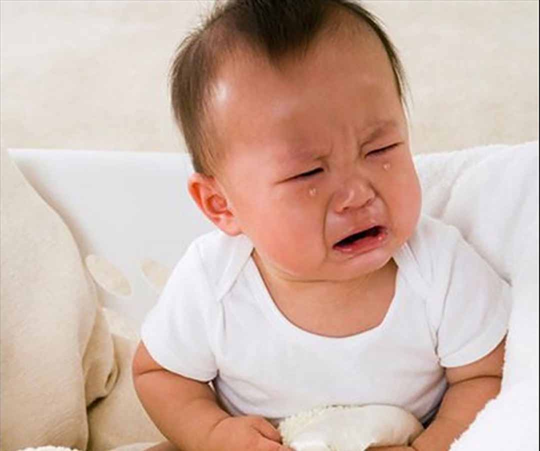 Triệu chứng táo bón là một trong những rối loạn tiêu hóa khá phổ biến ơ trẻ.