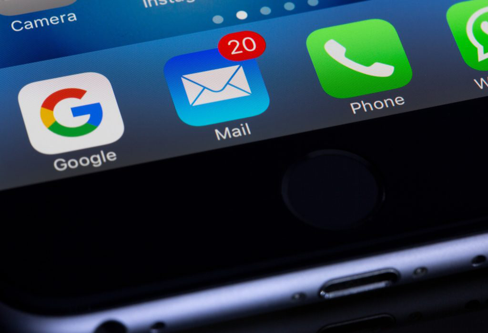An email app showing a notification for unread emails