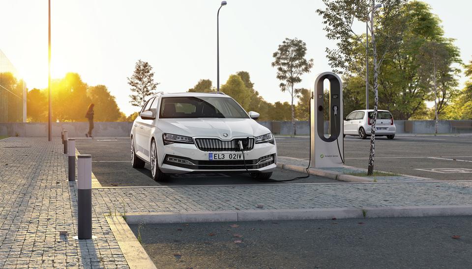 ŠKODA AUTO - EV Fleet Charging
