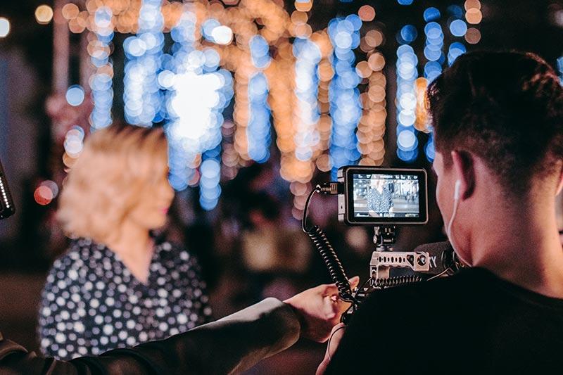 Man kan live-streama handhållet eller klona skärmar