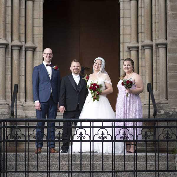Bröllopsfoto på hela familjen