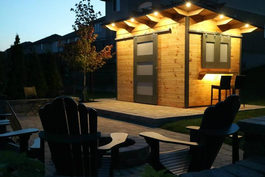 Modern Garden Shed with Bar
