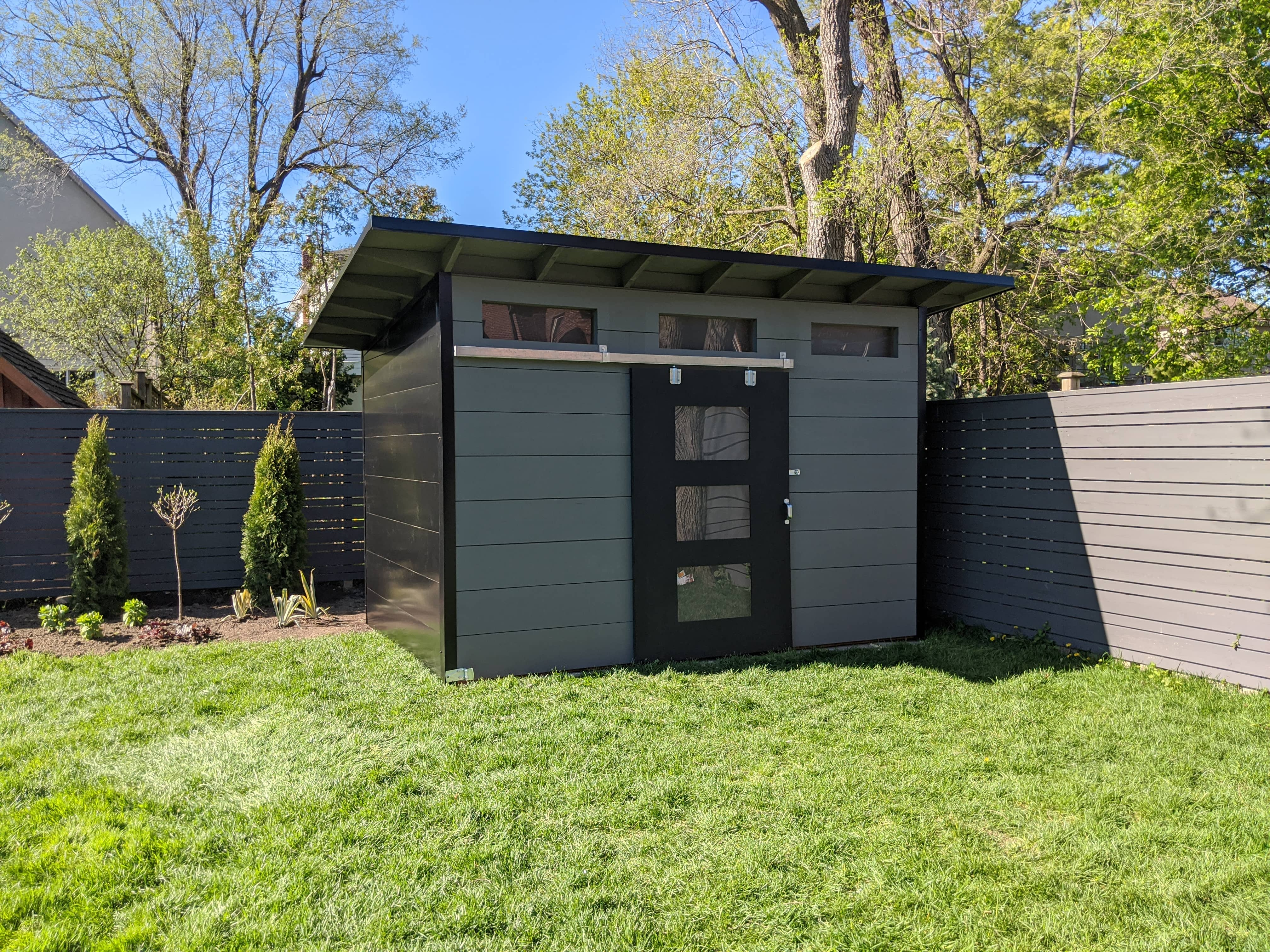 12' x 8' Advanced with Kendall Charcoal Shiplap and Black Flatstock Steel