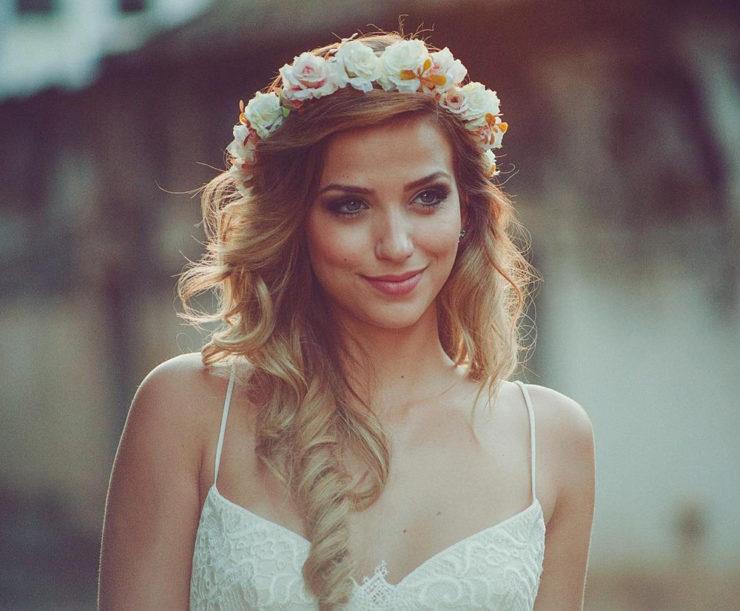 Coroa de flores para casamento: dicas de decoração - Amo Casamentos