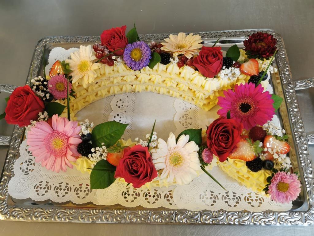 Tauftorte mit Blumendekoration, Konditorei Wallner, St.Wolfgang