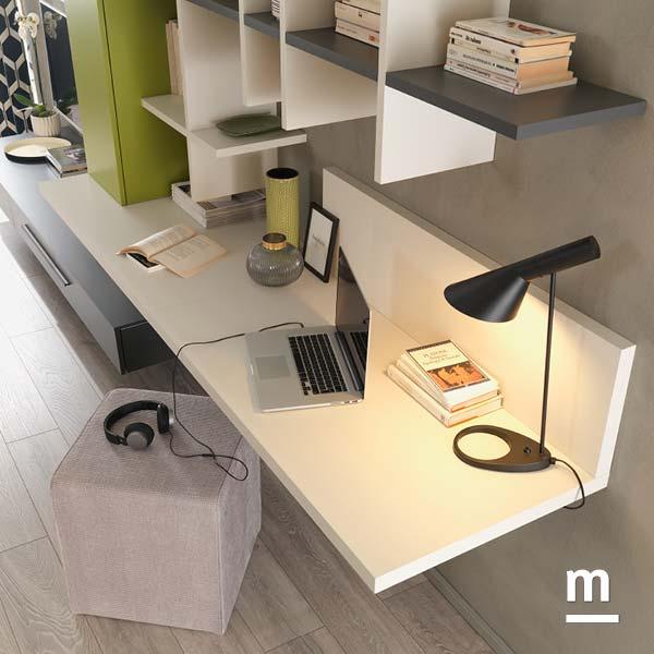scrivania sospesa da soggiorno con libreria flexa e wallbox laccato verde oliva