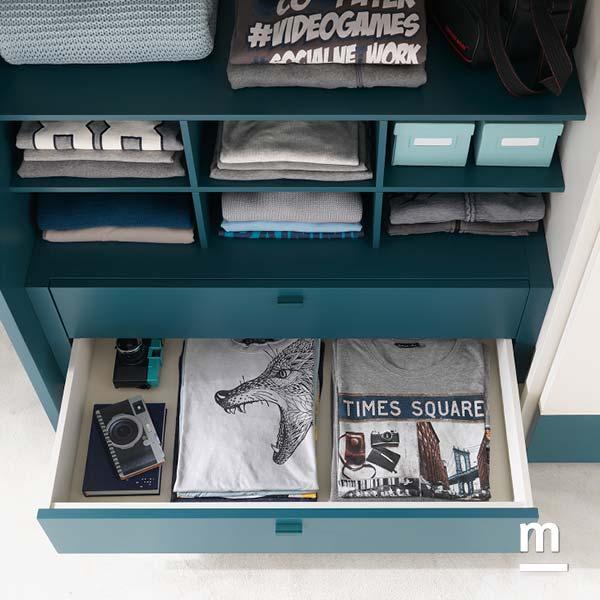 Interno armadio attrezzato con cassettiera 2 cassetti e moduli alveare laccati pavone