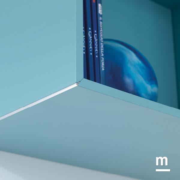 Wallbox sospeso con raccordo con profilo in alluminio cromato