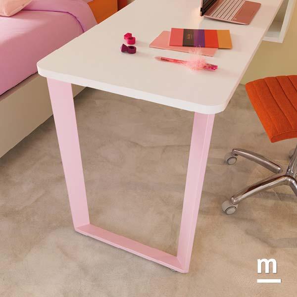 Gamba di supporto scrivania Form in metallo laccato rosa cipria