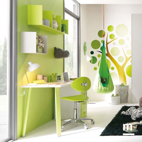 Zona studio con scrivania fianchi metallo laccato verde cedro