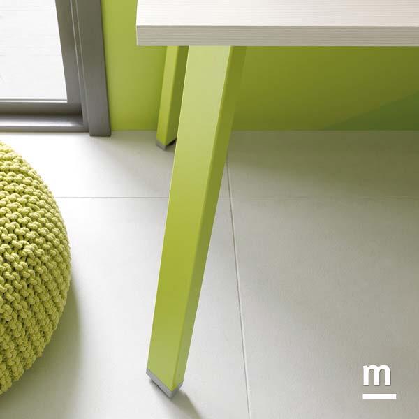 Gamba in metallo Tip per supporto scrivania laccata verde cedro