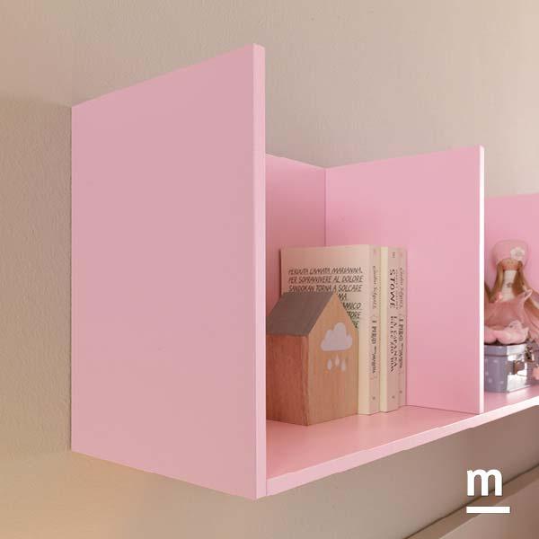 Contenitori pensili laccati rosa cipria per la zona studio