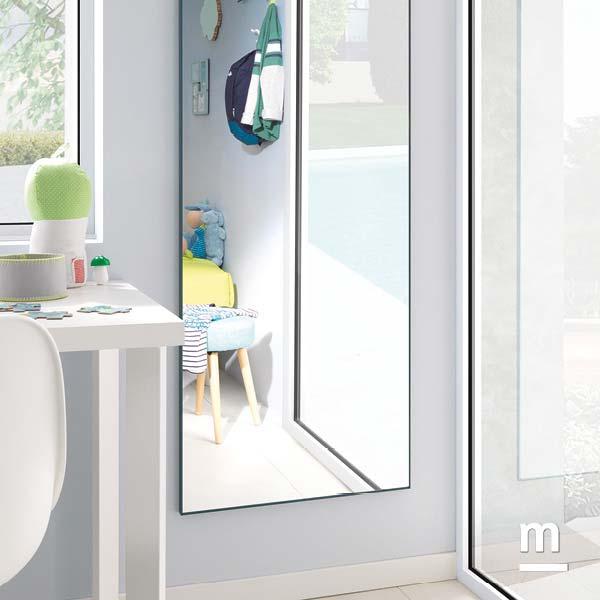 Specchio rettangolare a parete con cornice in metallo laccato pavone