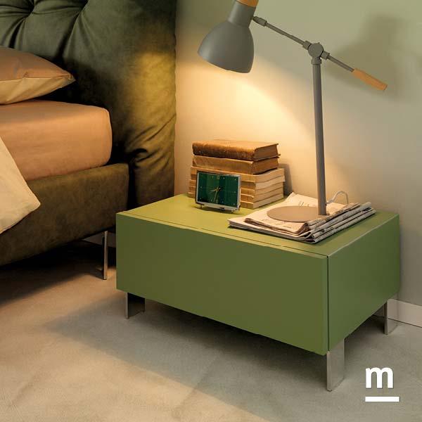 Wallbox comodino con 1 cassetto push-pull e piedini di supporto in metallo