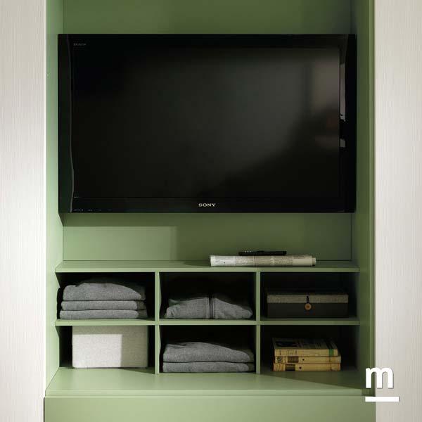 Armadio con vano tv laccato verde flora e modulo alveare