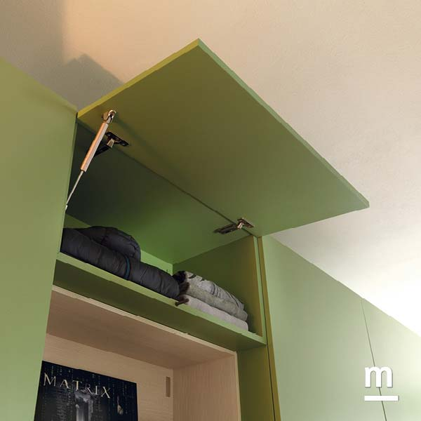 Wallbox con anta basculante con apertura push-pull laccato verde flora per l'arredo della zona notte
