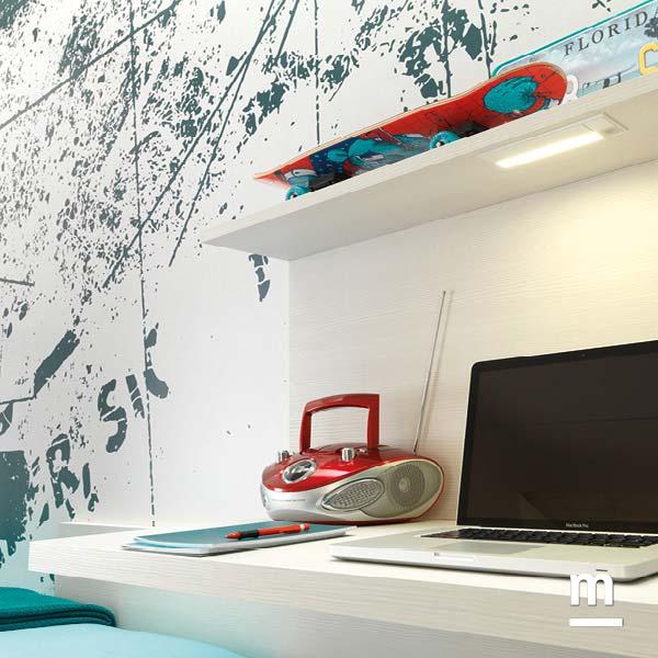 Mensola con faretto a incasso a illuminazione led per la zona studio e scrivania