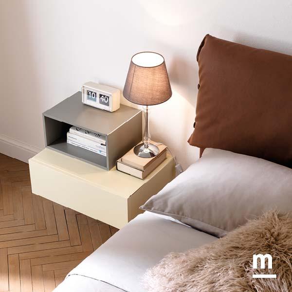 comodino sospeso moderno realizzato con wallbox a giorno e con cassetto push-pull con profilo in alluminio